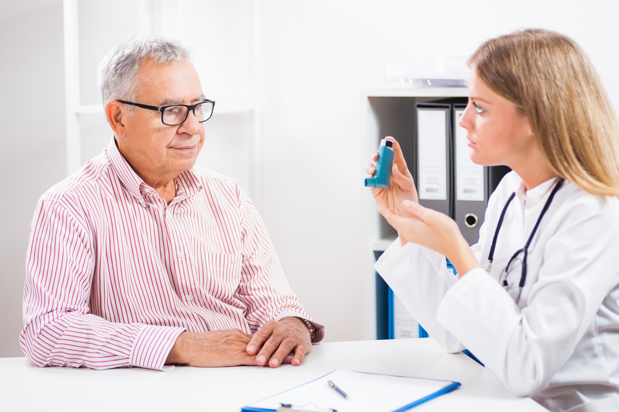 врач при астме