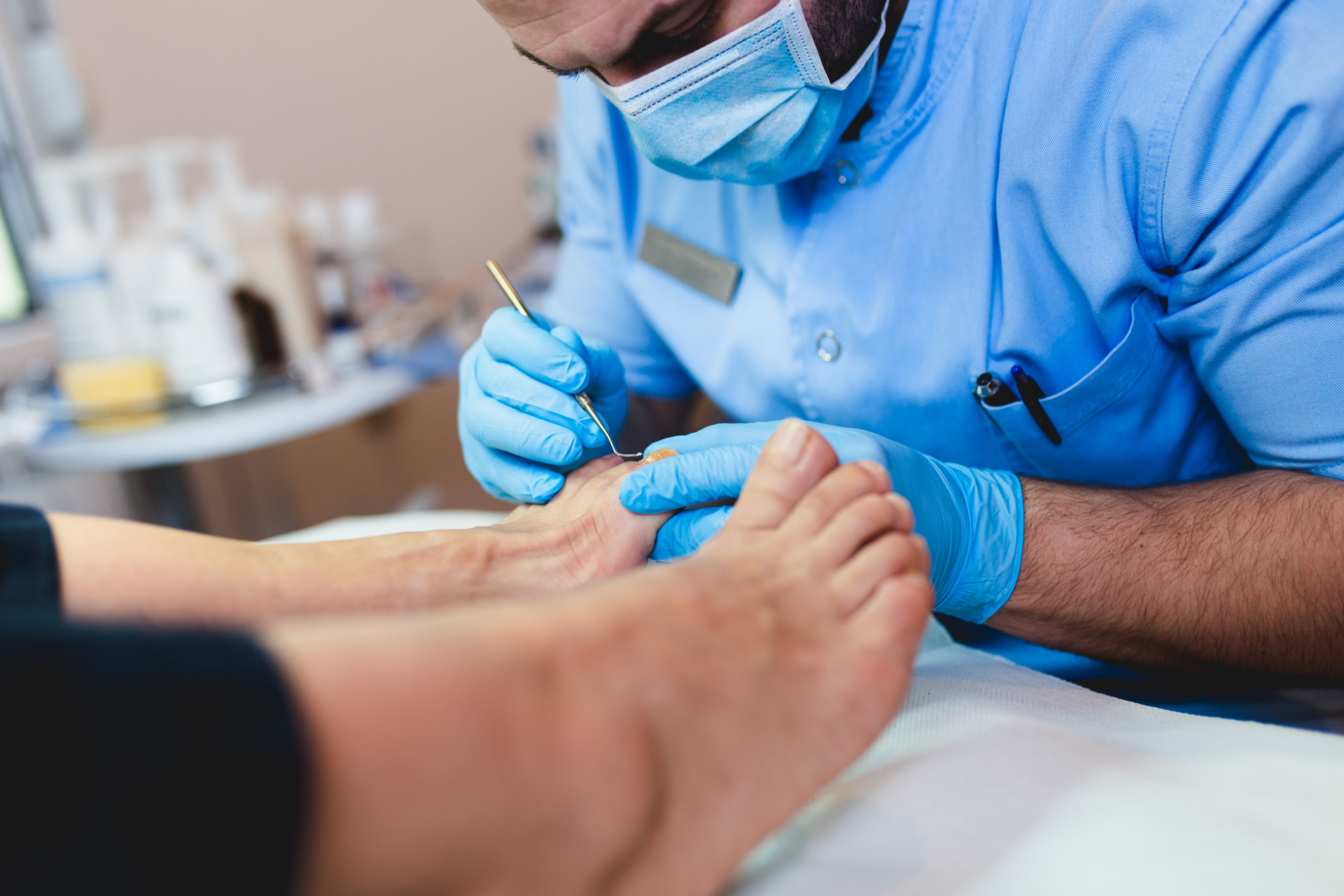 Reflexology Massage vs. a Podiatrist: How Can One Help the Other?